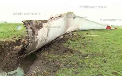 Flügel von Windkraftanlage bricht ab und fliegt rund 75 Meter weit auf Feld: Flügel fliegt auch über Fußweg hinweg - Zum Glück keine Verletzten - Unklar, ob Sturmböen oder Materialermüdung den Unfall auslösten