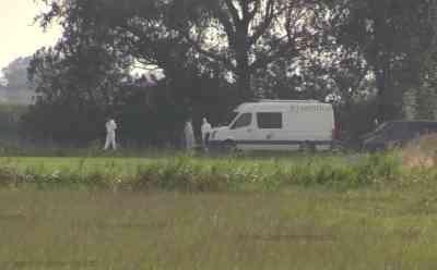 Polizei bestätigt: Von Spaziergänger gefundene Leiche ist die vermisste Nathalie M. (23): Tatverdächtiger wurde am Mittwoch im Nachbarort festgenommen - Lebloser Körper wurde in Gebüsch am Rande eines Feldes gefunden - Fundort weiträumig abgesperrt - Polizei und Gerichtsmedizin ermitteln vor Ort