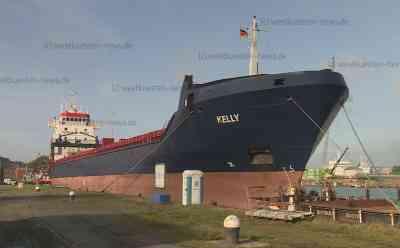 Ein Toter und zwei Schwerverletzte nach Feuer in Maschinenraum von Frachter auf der Elbe: Zwei Rettungshubschrauber im Einsatz - Feuerwehrkräfte müssen mit Schlepper auf manövrierunfähiges Schiff übergesetzt werden - Ursache noch unklar