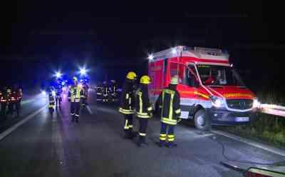 Rettungswagen verunfallt auf Autobahn: Beide Sanitäter verletzt: Einsatzfahrzeug war in die Leitplanke geprallt - Unfallursache noch unklar - Rettungswagen war ohne Sonderrechte auf dem Rückweg zur Wache
