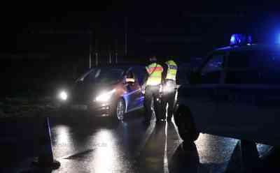 Nach Erlass von Innenminister Seehofer: Bundespolizei sperrt Grenzübergänge und kontrolliert Einreisende: Zwei Grenzübergänge abgeriegelt - Zahlreiche Polizeikräfte im Einsatz - Autofahrer mussten sich in Geduld üben