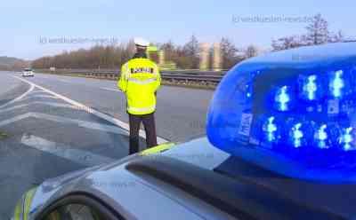 Großkontrolle der Polizei an der A23: Schwerlastverkehr und Temposünder im Visier: Autobahn für Kontrolle komplett gesperrt - Strafe von über 1.000 Euro für LKW-Fahrer - Autofahrer mit Tempo 145 in 60er-Bereich geblitzt