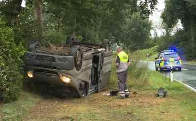 Nach Überschlag mit Familienvan: Ersthelfer rettet drei Kleinkinder aus verunglücktem Auto: Anwohner Sven Lipps reagierte sofort: