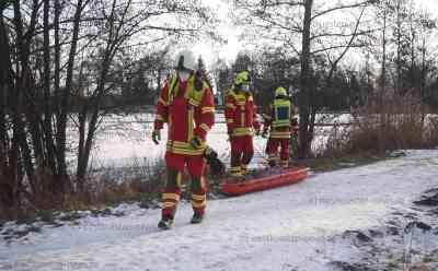 Zwei Kleinkinder (4 und 6) brechen auf Teich ins Eis ein - Älteres Ehepaar rettet Kinder aus Eiswasser - Ersthelfer erleidet Herzstillstand und muss wiederbelebt werden: Einsatzleiter im O-Ton